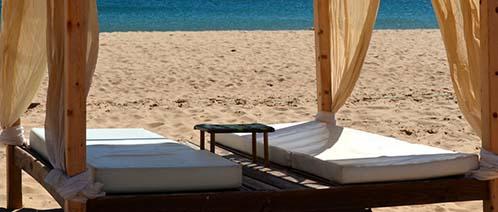 Ein Bett am Strand